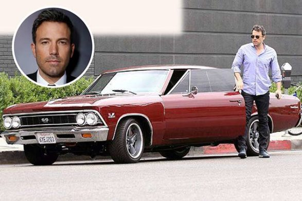 ben affleck getting out of his maroon car