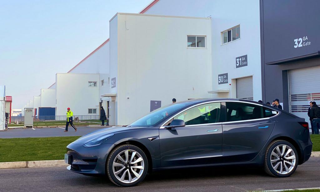 Tesla starts delivery of Chinese-made Model 3 sedans on December 30, 2019