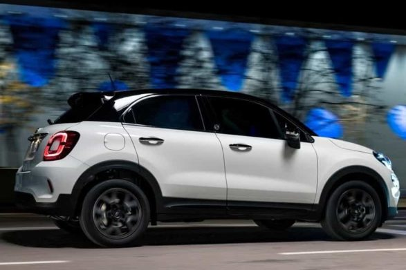a white and black 2019 fiat 500x