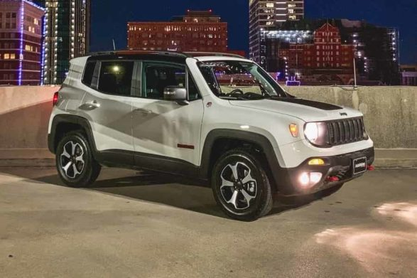 a white 2019 jeep renegade