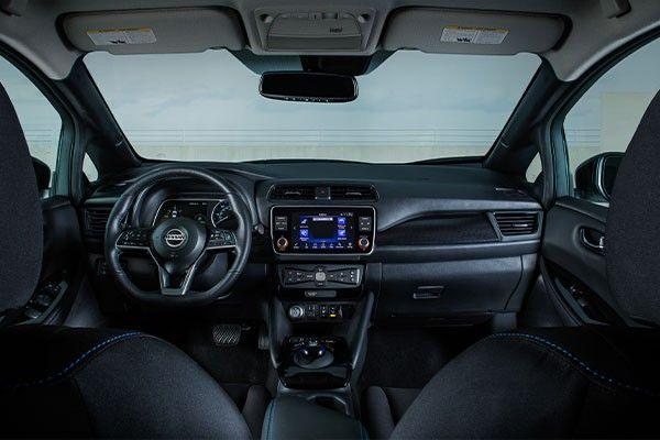 2021 Nissan Leaf int