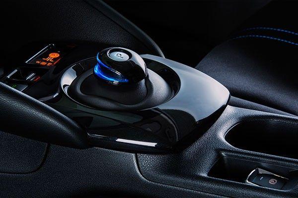 2021 Nissan Leaf int 2